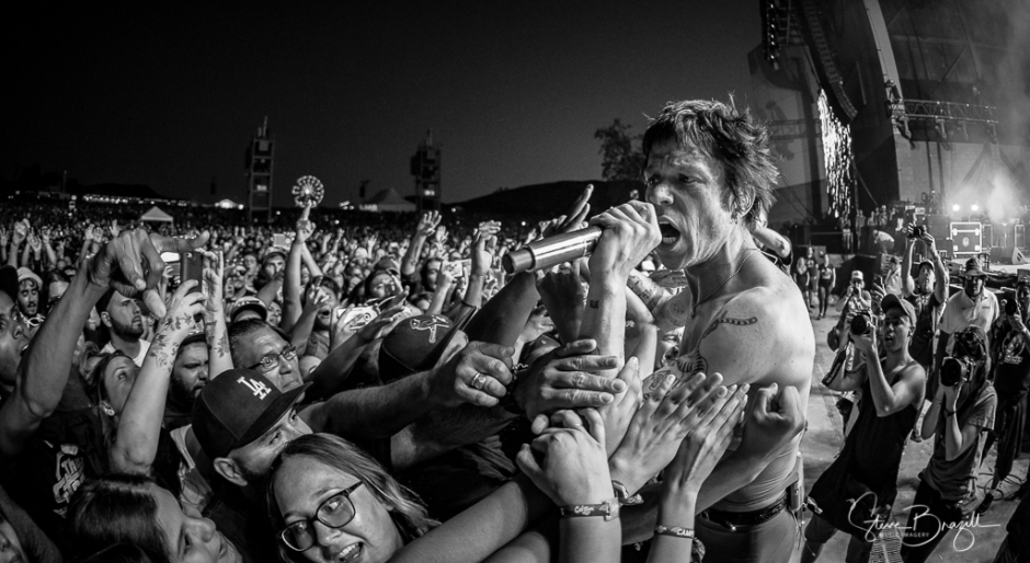 Matt Shultz of Cage the Elephant. ISO 3200, 15mm, f/2.8, 1/200