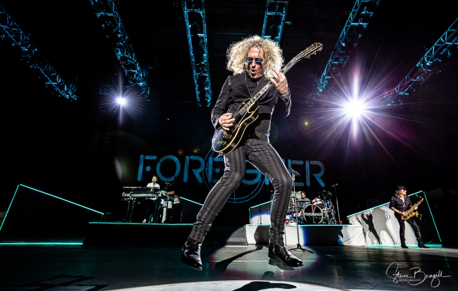 Bruce Watson of Foreigner. ISO 1600, 16mm, f/2.8, 1/1000